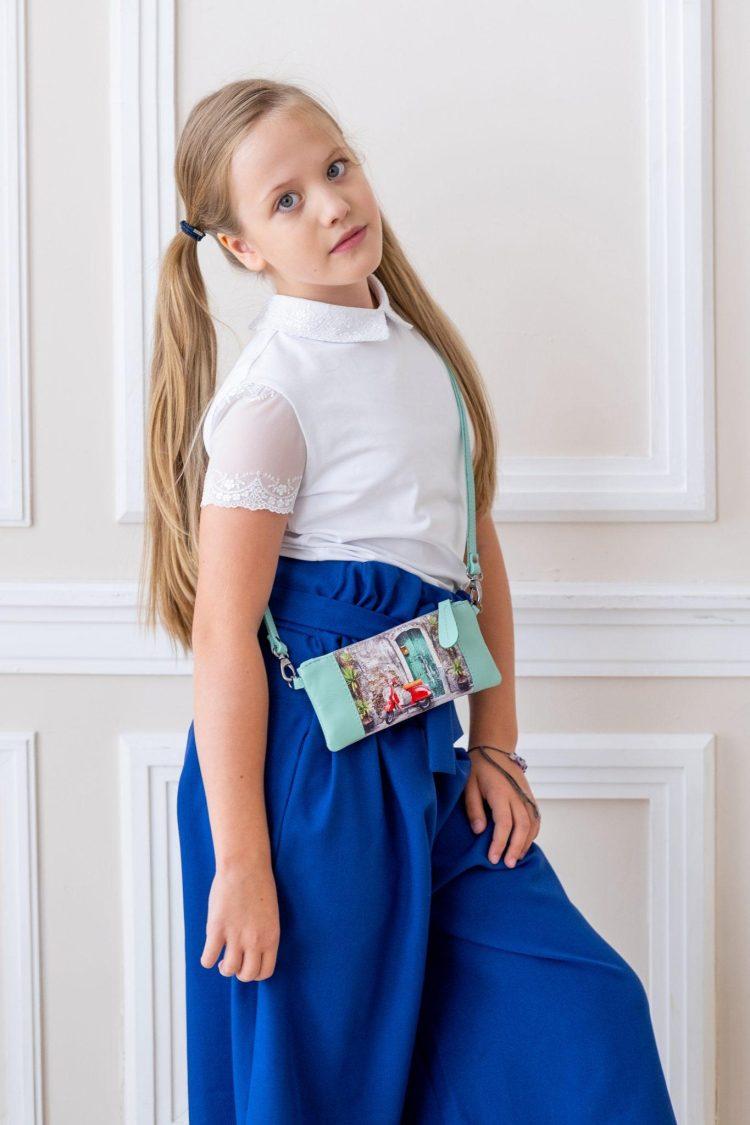 Детская сумочка из кожи с картинкой с мопедом бирюзовая